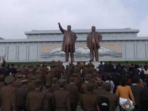 المغرب اليوم  - كيف يحتفل الكوريون الشماليون بعيد تأسيس جيشهم