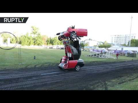 المغرب اليوم  - بالفيديو  مهندس روسي يحول سيارة إلى روبوت حربي