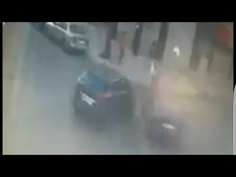 المغرب اليوم  - شاهد شخص ينجو من الموت بعد حادث تصادم غريب