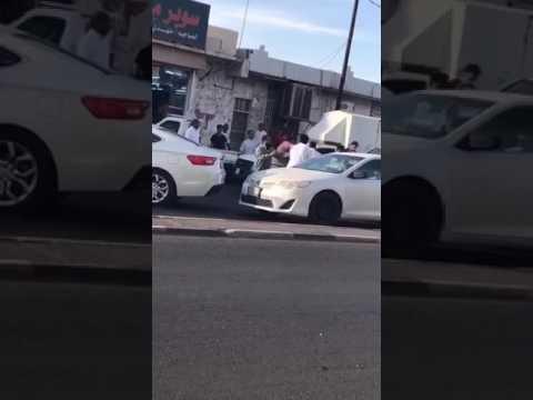 المغرب اليوم  - مشاجرة عنيفة بين مجموعة أشخاص أمام سوبر ماركت