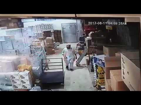 المغرب اليوم  - شاهد لحظة سطو 3 أشقاء على محطة وقود سعودية