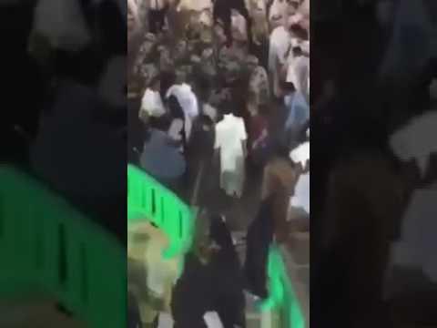 المغرب اليوم  - شاهد لحظة القبض على المتطرف قبل تفجير نفسه بالمصلين داخل الحرم