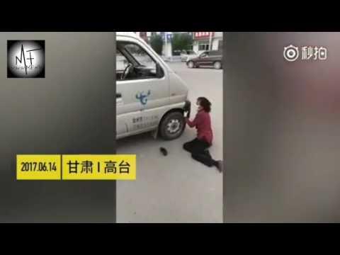 المغرب اليوم  - شاهد  محتالة تضرب رأسها في السيارة للحصول على الأموال
