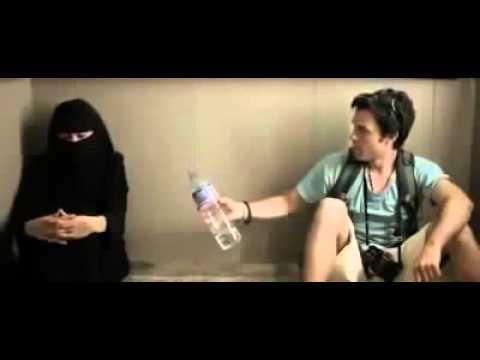 المغرب اليوم  - شاهد ماذا فعلت فتاة منقبة مع شاب داخل المصعد