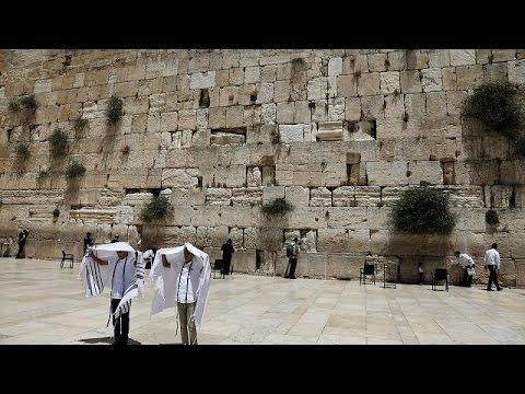 المغرب اليوم  - شاهد الحكومة الإسرائيلية تتخلى عن خطة الصلاة أمام حائط المبكى