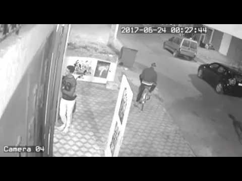 المغرب اليوم  - لص يسرق دراجة نارية من أمام محل بطريقة ماكرة