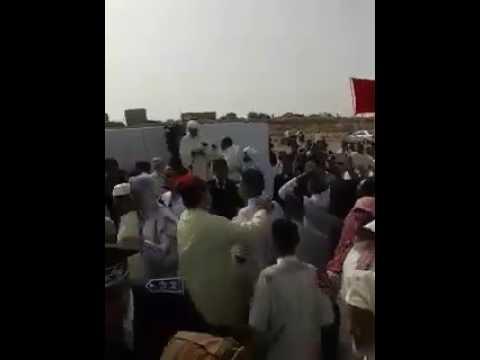 المغرب اليوم  - شاهد مواطنون يطردون إمام من المصلى يوم العيد في مدينة بوجدور