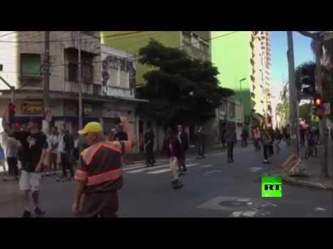 المغرب اليوم  - شاهد سيارة تدهس متسابقين في أحد شوارع البرازيل