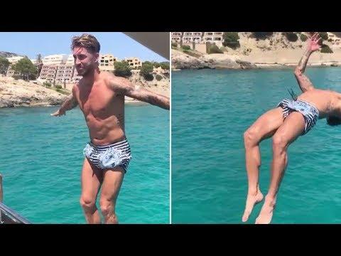 المغرب اليوم  - شاهد اللاعب راموس يستعرض مهاراته في السباحة