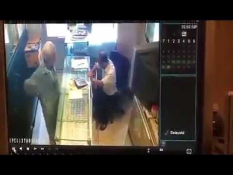 المغرب اليوم  - صائغ شجاع يتصدى لمحاولة سرقة محله في الدقهلية