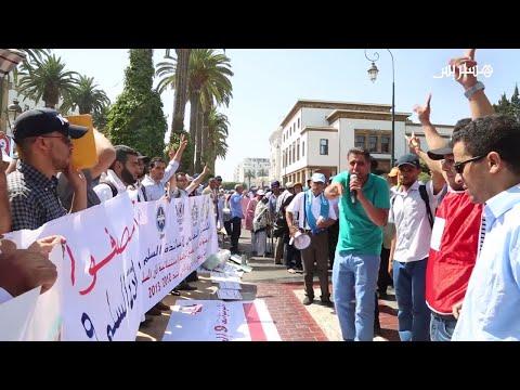 المغرب اليوم  - شاهد أساتذة حاملون للشهادات يحتجون أمام البرلمان
