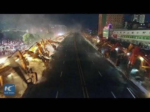 المغرب اليوم  - شاهد 200 حفار لإزالة أحد الجسور في الصين خلال 8 ساعات فقط