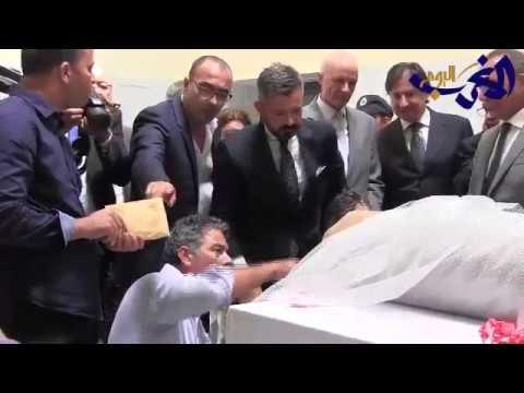 المغرب اليوم  - تسليم اللوحة الأثرية التاريخية إلى السفير الإيطالي