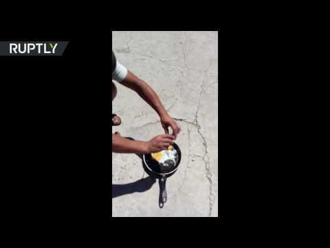 المغرب اليوم  - شاهد كازاخستاني يقلي البيض على درجة حرارة الشمس