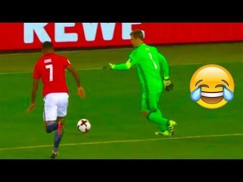 المغرب اليوم  - بالفيديو عندما يظن الحارس أنه أفضل لاعب في الفريق