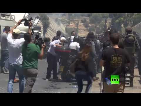 المغرب اليوم  - شاهد الشرطة الإسرائيلية تفرق المحتجين قرب باب الأسباط في القدس