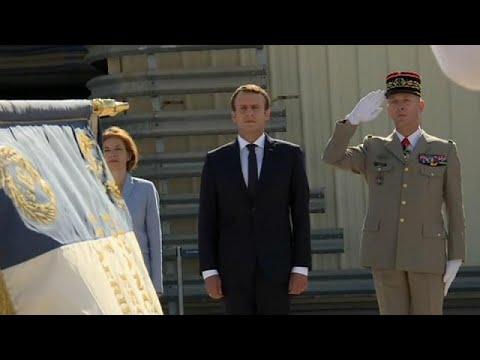 المغرب اليوم  - شاهد ماكرون في قاعدة ايستر لتوطيد علاقته مع العسكريين