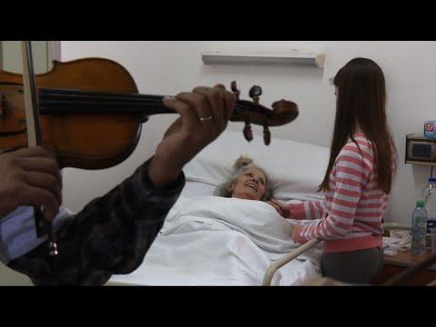 المغرب اليوم  - شاهد عروض موسيقى كلاسيكية للترويح عن المرضى في الأرجنتين