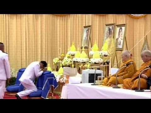 المغرب اليوم  - شاهد احتفالات عيد ميلاد ملك تايلاند