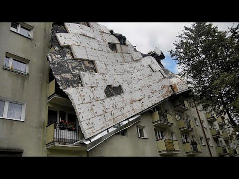 المغرب اليوم  - شاهد العاصفة المدمرة في بولندا