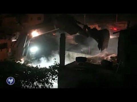 المغرب اليوم  - شاهد الجيش الإسرائيلي يهدم منزل منفذ عملية حلميش عمر العبد