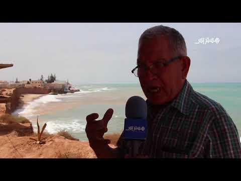 المغرب اليوم  - شاهد الأمواج تهدد سكان جرف الروم في قرية أركمان