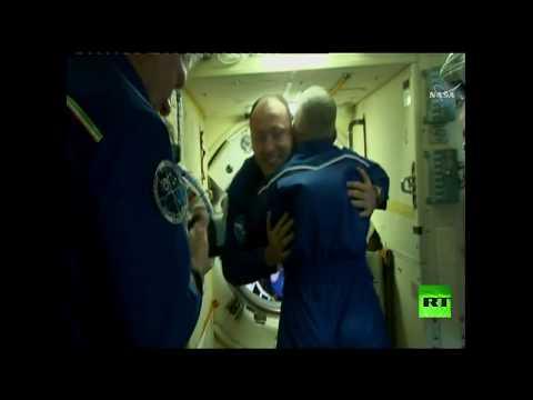 المغرب اليوم  - شاهد لحظة التحام مركبة سويوز إم سي06 بالمحطة الفضائية الدولية