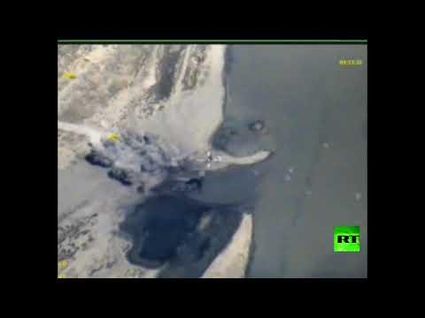 المغرب اليوم  - شاهد الطيران الروسي يقصف زوارق داعش في الفرات