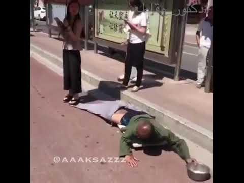 المغرب اليوم  - شاهد فتاة تكشف خدعة متسول بـالصدفة