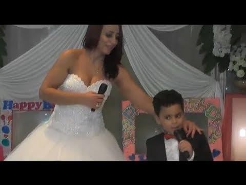 المغرب اليوم  - شاهد استردت طفلها فارتدت فستان الزفاف وغنت له
