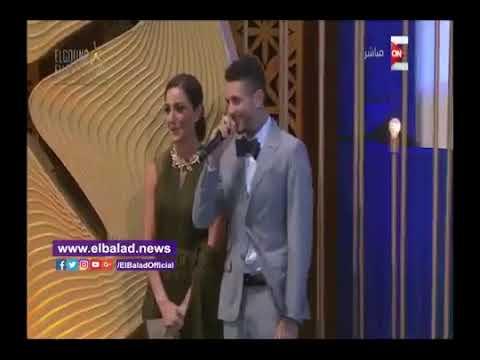 المغرب اليوم  - شاهد  أحمد الفيشاوي يقول لفظ خارج علي المسرح