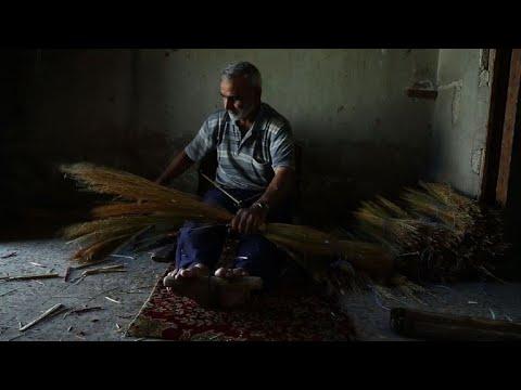 المغرب اليوم  - شاهد صناعة مكانس القش في غوطة دمشق تزدهر في الحصار