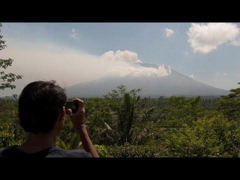 المغرب اليوم  - شاهد مخاوف من ثوران بركان في جزيرة بالي الإندونيسية