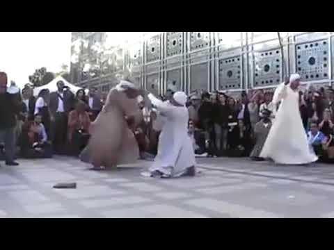 المغرب اليوم  - صعايدة يشعلون شوارع فرنسا بلعبة العصا