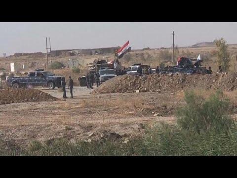 المغرب اليوم - شاهد مواجهات بين الجيش العراقي والبشمركة خارج كركوك