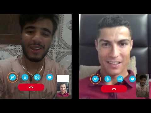 المغرب اليوم - بالفيديو  مغربي يقول لكريستيانو رونالدو إن ميسي أفضل منه