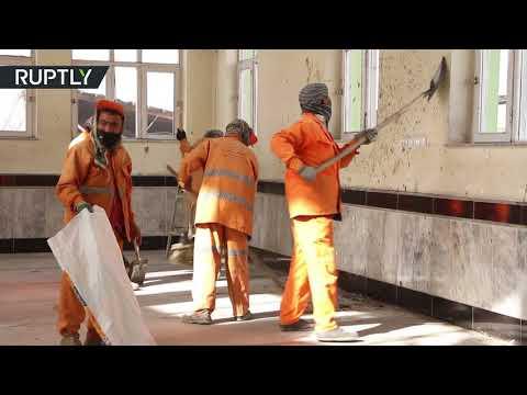 المغرب اليوم - شاهد هجوم انتحاري يستهدف مسجد الإمام زمان الشيعي في كابل