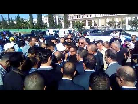 المغرب اليوم - شاهد طلبة بسطات يطالبون بفتح تحقيق في خروقات الماستر