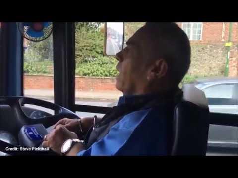 أقصر سائق حافلات في العالم