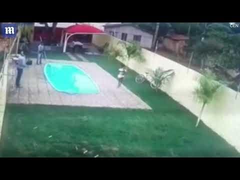 شاهد رجل يقتل لصًا هاجم زوجته