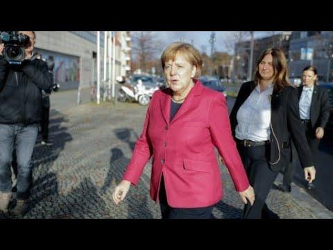 شاهد المستشارة الألمانية أنجيلا ميركل تسعى لتشكيل ائتلاف حاكم