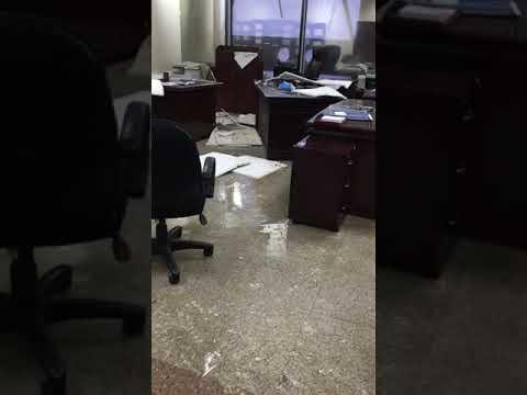 شاهد انهيار سقف محكمة في جدة بسبب الأمطار الغزيرة