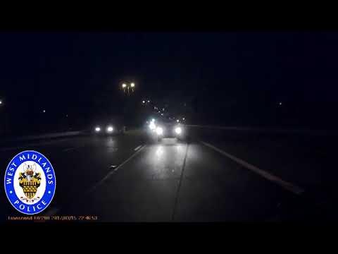 شاهد نوم سائق شاحنة على الطريق السريع