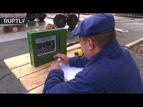 شاهد مهندسون وطيارون روس يعملون معا من أجل تطوير طائرات