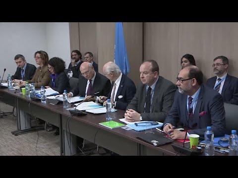 شاهد  خلافات بين وفد الحكومة السورية والمعارضة خلال مفاوضات جنيف