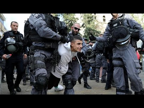 شاهد إشتباكات بين الفلسطينيين وشرطة الاحتلال في جمعة الغضب الثانية  …