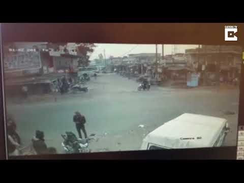 شاهد طالب ينجو بأعجوبة من حادث سير مروع