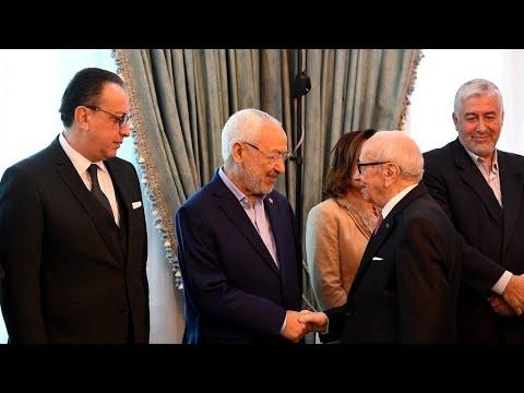 شاهد الأحزاب التونسية تبحث سبل الخروج من الأزمة