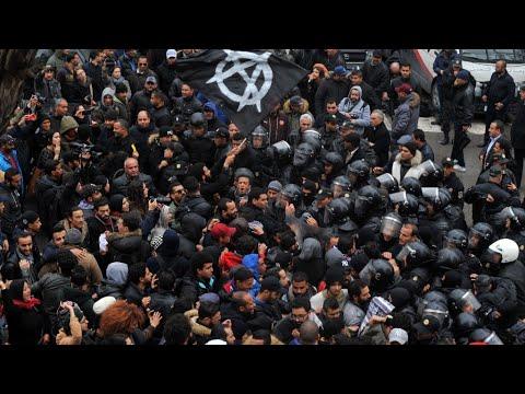 شاهد تواصل حركة الاحتجاج الاجتماعي في تونس