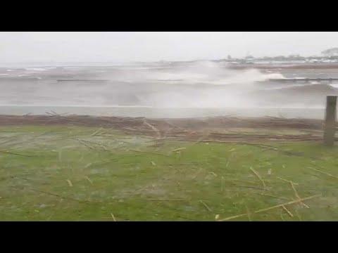 شاهد عاصفة شديدة تودي بحياة 4 أشخاص في عدة بلدان أوروبية…